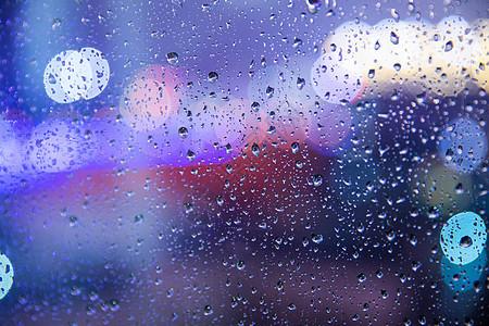 下雨天窗外的光晕图片