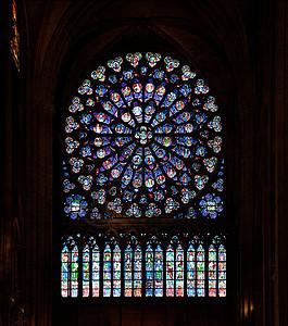 法国巴黎圣母院内观玫瑰花窗图片