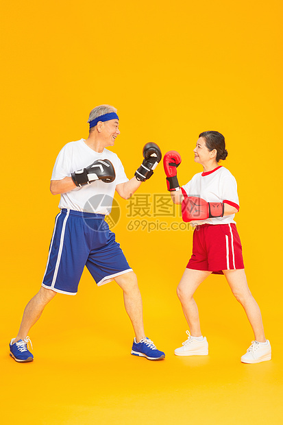 老人运动健身拳击图片