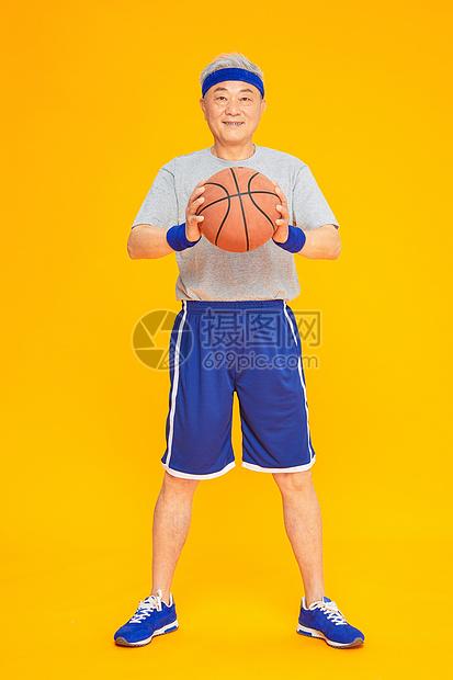 老人运动篮球图片
