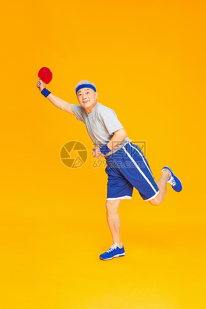 老人运动乒乓球图片