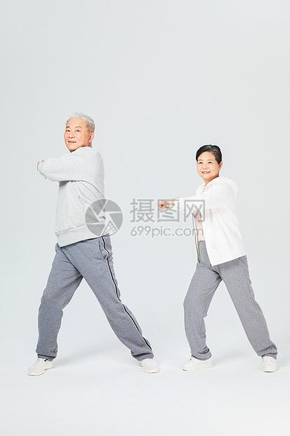老人运动拉伸热身图片
