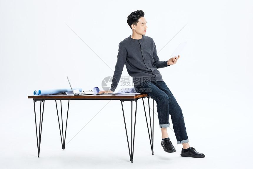 男性工程设计师图片