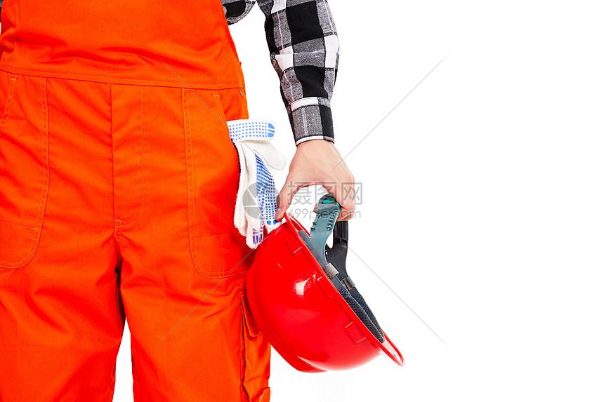 拿着安全帽的劳动者图片