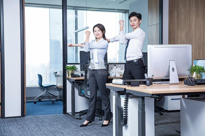 办公室锻炼图片