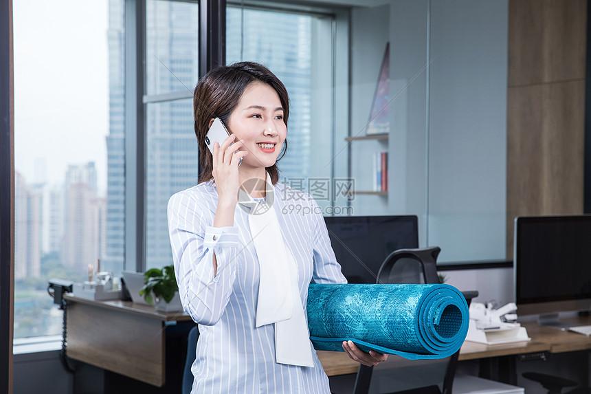 办公室健身去瑜伽图片