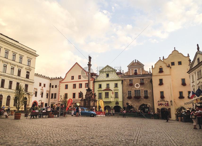 捷克克鲁姆洛夫广场的黄昏图片