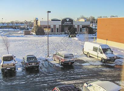 底特律郊区酒店的停车场图片