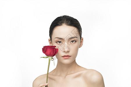 拿着玫瑰的美妆美女图片