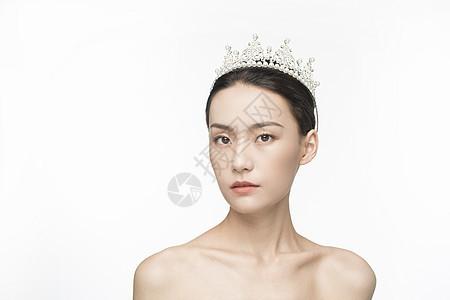 带着皇冠的美女图片