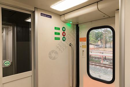 泰国新式火车内部车窗图片