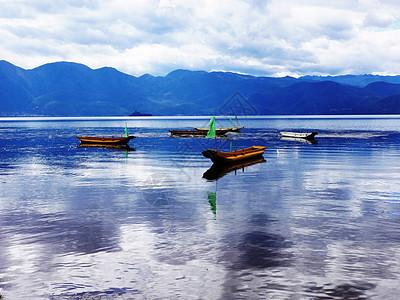云南泸沽湖猪槽船图片