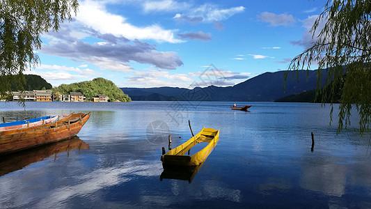 云南泸沽湖沉静的一幅水墨画图片