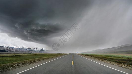 新疆暴风雨图片