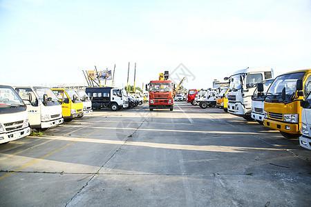 货车停车场图片