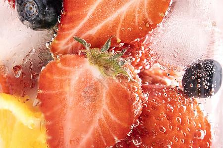 草莓气泡水图片