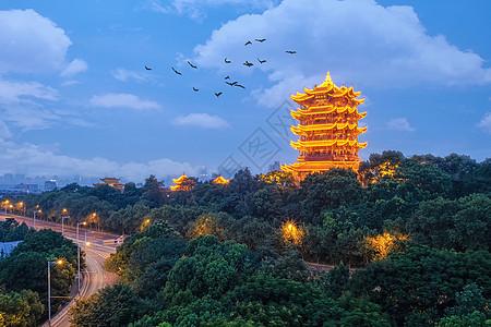 蓝天白云下的城市地标建筑黄鹤楼图片