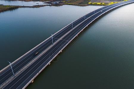 航拍大桥图片