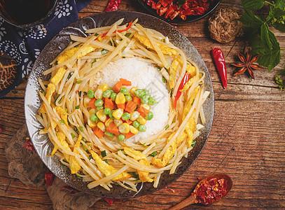 土豆丝盖烧饭图片