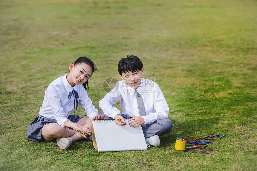 小学生操场画画展示图片