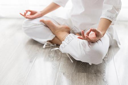 瑜伽打坐冥想特写图片