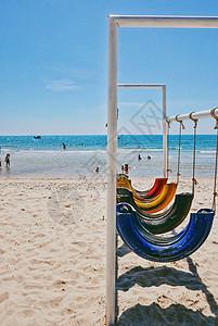 越南美奈海滩上的创意休闲秋千图片