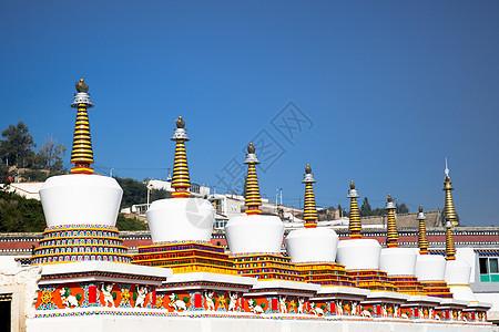 青海塔尔寺的如来八塔图片