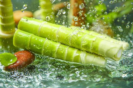水中的竹笋图片