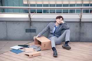 失业的男性青年图片