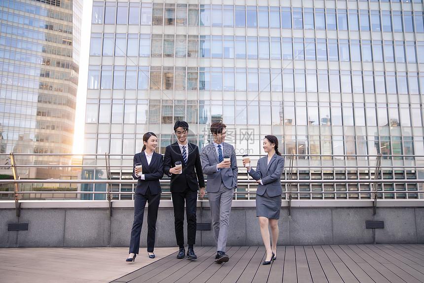 商务团队天台休闲图片