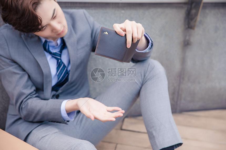 失业青年身无分文图片