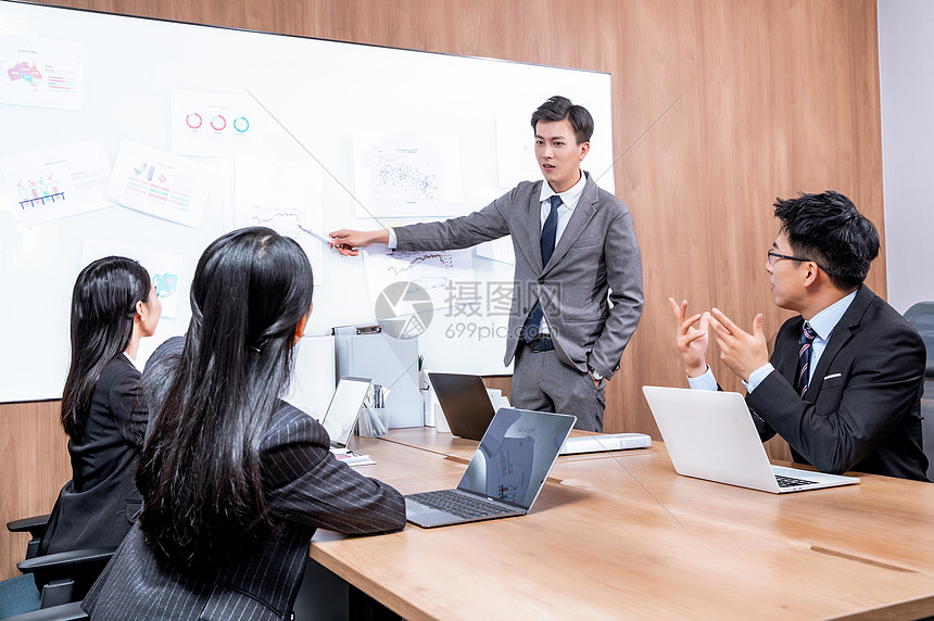 商务团队会议总结图片