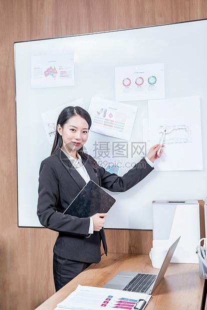 商务女性会议总结图片