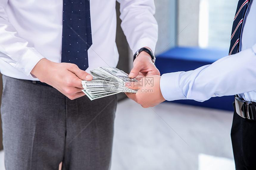 商务人士发奖金 图片