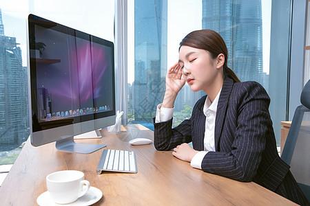 困倦的女职员图片