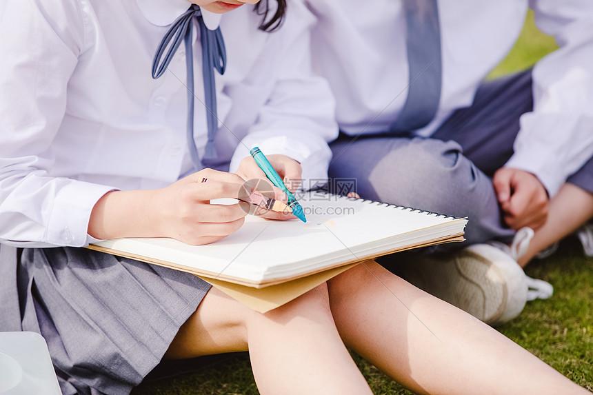 小学生操场画画图片