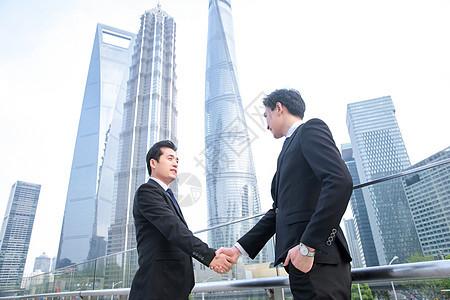 商务男士握手图片