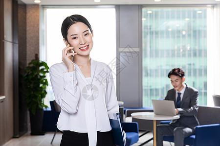商务女性打电话图片
