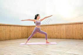 女性瑜伽健美动作图片