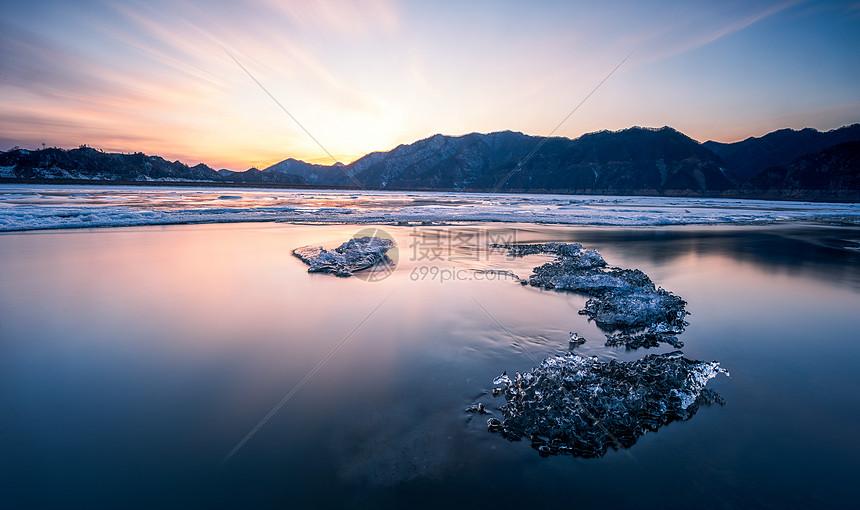 鸭绿江上的冰图片