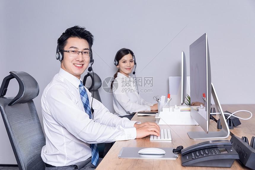 客服团队微笑服务图片
