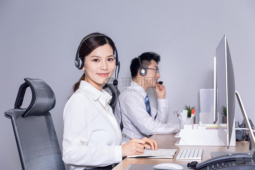 职场客服微笑服务图片