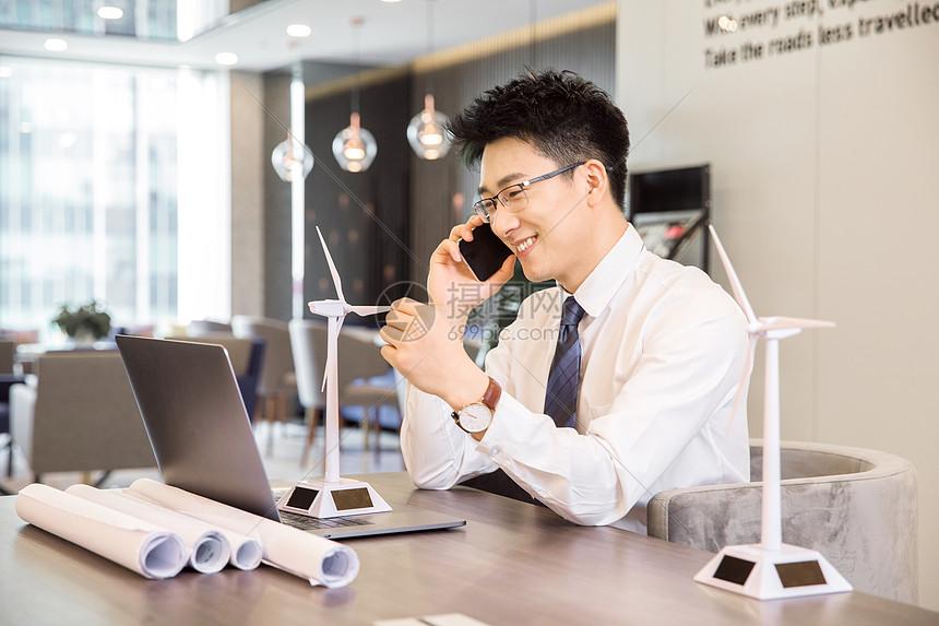 商务男性工作电话图片