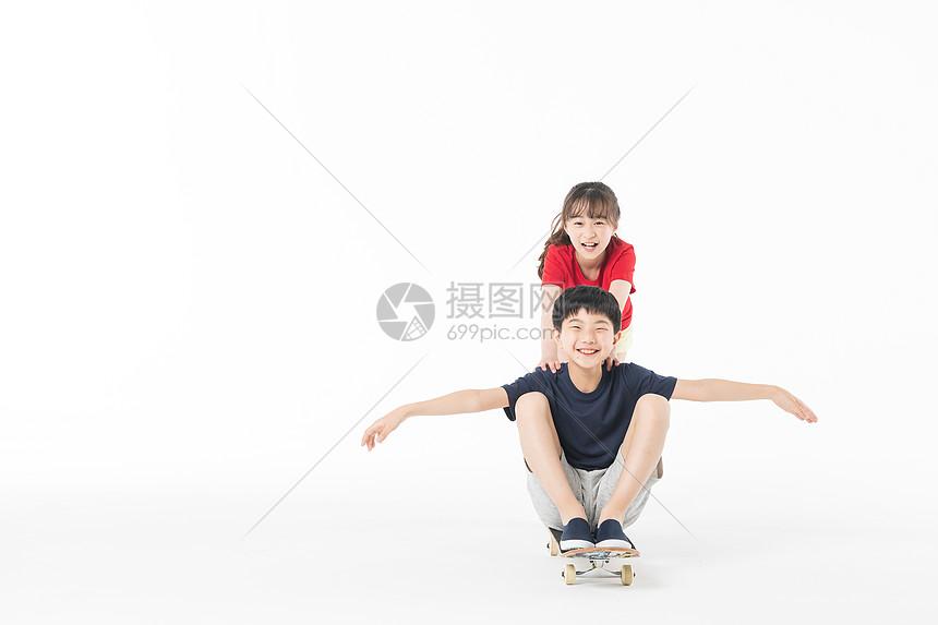 儿童运动玩滑板车图片