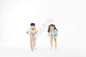 儿童运动玩呼啦圈图片