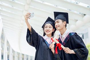 情侣大学毕业照图片
