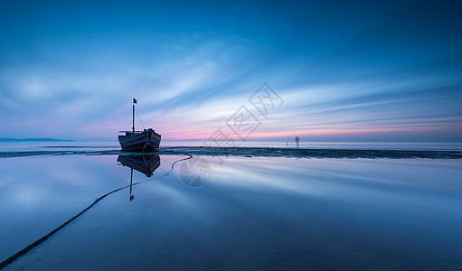 海岸渔船图片