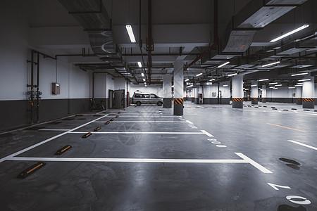 地下停车场图片