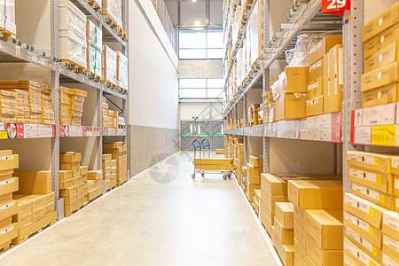 仓储货架图片