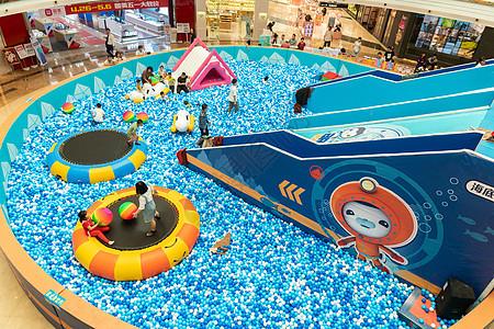 商场中庭儿童娱乐区图片